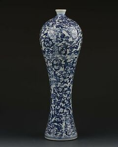 Chinese White Blue Porcelain Hand Painted Flower Vase W Qianlong Mark