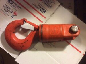 Crosby S 1 Jaw Hook Swivel 8 5 Metric Ton Rated With Latch