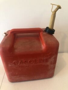Vintage Chilton P500 5 Gallon Gas Can Vented With Spout And Caps Pre Ban