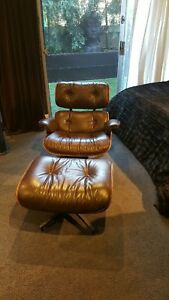 Authentic Vintage Rosewood Herman Miller Eames Lounge Chair And Ottoman
