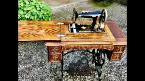 1923 Singer Sewing Machine Original Tooled Wood Cabinet In Great Condition