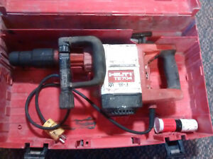 Hilti Te 704 Corded Electric Demolition Hammer Breaker With Case And 2 Bits