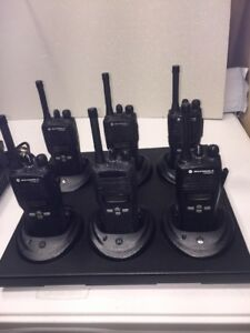 6 Used Motorola Cp200xls Uhf Two Way Radios Gang Charger Accessories