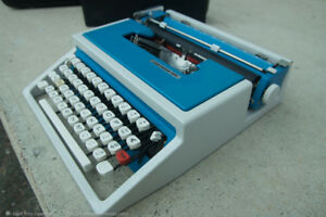 Vintage Underwood 315 Typewriter Rare Blue With White Keys Working Clean