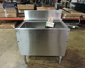 Krowne Kr 23 30dp cp7 Commercial Ice Bin With Soda Pop Gun