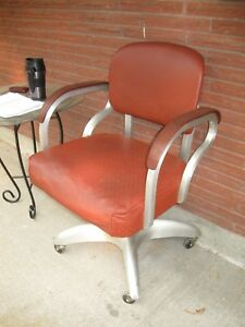Vintage Industrial Good Form Metal Rolling Swivel Office Arm Chair Mid Century