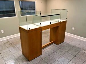 Elegant Glass Retail Display Case For Jewelry Or Collectibles