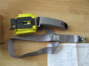 Nos 1998 99 00 Ford Explorer Moutaineer Seat Belt Retractor Lh Rear Gray