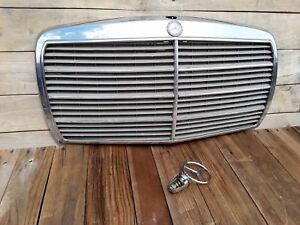 1981 1985 Mercedes 300d W123 Front Chrome Radiator Grill With Emblem Badge Oem