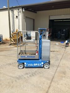 2009 Genie Gr12 Drivable One Man Lift Electric Scissor Boom Jlg Skyjack 15mvl