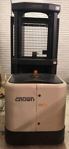 Crown Order Picker 3400sp Narrow Aisle 3000lb Forklift