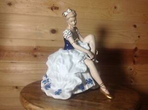 Wallendorf 1764 Porcelain Seated Ballerina Cobalt 10 Figurine Retired