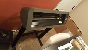 Pcut Cs630 Vinyl Plotter Cutter Barely Used With Stand original Box