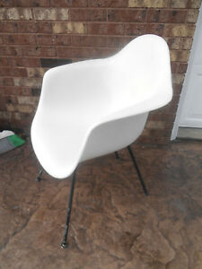 Vintage Eames Herman Miller Fiberglass Arm Shell Chair With Lounge H Base
