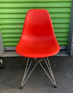 Set Of 4 Herman Miller Eames Molded Plastic Side Chairs On Wire Base Red