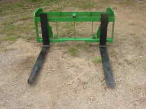 New Pallet Forks bale Spear Euro Quick Tach Mount For Tractors Skid Steer