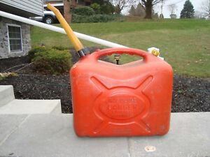 Vintage Scepter 5 Gallon Vented Thick Plastic Gas Can Fast Pour Spout