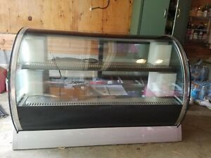45 Vollrath Curved Refrigerated Display Case Deli Bakery Rde8148