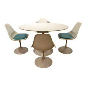 Mid Century Danish Modern Set Of 4 Saarinen Style Tulip Dining Chairs