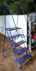 Usa 4 Rolling Warehouse Ladder Retractable Castors freight deiivery Possible