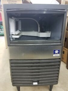 Manitowoc Qm30a Restaurant Bar 60 Lb Under Counter Ice Maker Machine