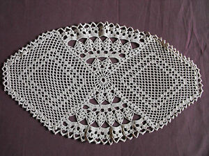 1066 Beautiful Vintage Hand Made Table Runner 45cm 26cm 18 X10