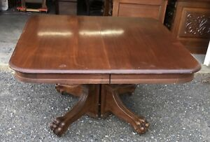 48 Walnut Dining Table W 5 Leaves Extends To 102