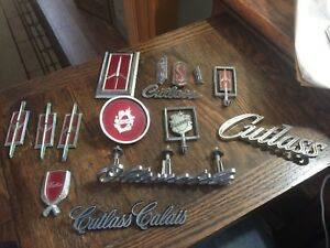 Lot 18 1970 Olds Cutlass S 442 Grill Emblem 398176 Others