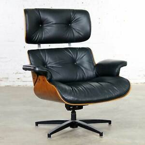 Mid Century Modern Selig Black Vinyl And Walnut Lounge Chair Style Eames Herman