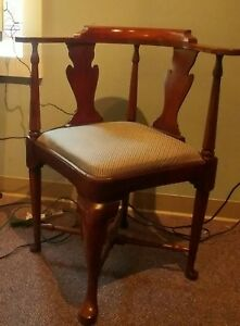 Beautiful Mid Century Queen Anne Mahogany Upholstered Seat Corner Chair Must C