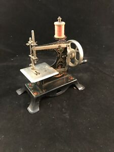 Casige Sewing Machine No 25 Germany Miniature Toy Metal Child S Sewing Machine