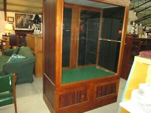 Large Display Cabinet Retail Store Commercial Glass Front Pick Up Only