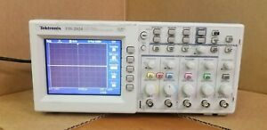 Tektronix Tds2024 200 Mhz 4 ch 2 Gs s Digital Storage Oscilloscope