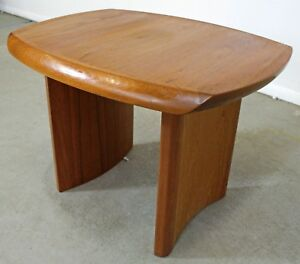 Mid Century Danish Modern Sculpted Teak Side End Table W Curved Legs