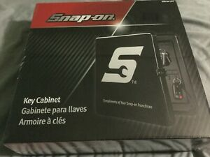 Snap On Tools Metal Key Cabinet Key Hanger New In Box Has Hooks To Hold 40 Keys