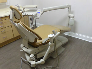 Adec 511 Dental Chair W Delivery Unit Wall Light