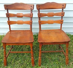 Pair Of Vintage Temple Stuart Bowtie Colonial And Modern Dining Side Chairs