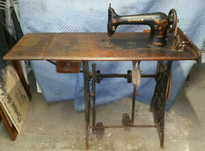 Rare Singer 31 15 Sewing Machine W Unusual Iron Ratcheting Base Like Treadle