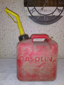 Chilton Gas Can Vented 2 Gallon 12oz Model P20 Vintage Old Style