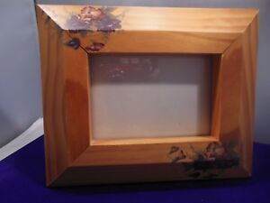 Pretty Wooden Picture Frame W Very Pretty Floral Designs