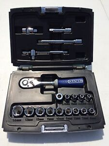 Expert 19 pc Ratchet And Metric Socket Set With Extensions