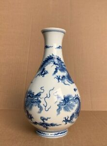 Delicate Chinese Blue White Porcelain Dragons Flying Painted Vase 9 High