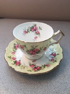 Aynsley Bone China Pale Yellow Pink Roses Tea Cup And Saucer