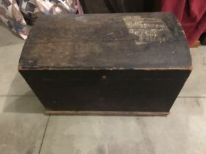 Pine Antique C1810 Wood Immigrant Chest Trunk Original Paint Dome Top