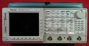 Tektronix Tds 684a Color 4 channel Oscilloscope Tested With Accessories