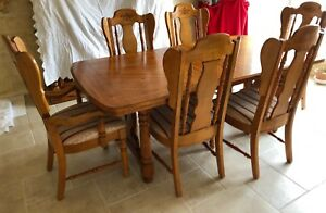 Vintage Solid Pine Dining Table Plus 6 Chairs And 2 Leaves