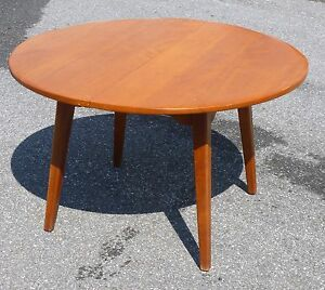 Cushman Colonial Creations Maple Round Table Nr