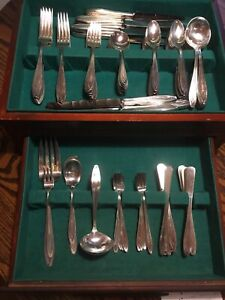 1847 Rogers Bros Silver Plate Set With Silhouette Pattern 98 Pieces No Box