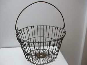 Vintage Primitive Metal Wire Basket Farm Gathering Eggs Vegetables Fruit Flowers