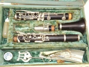 CONN Director Clarinet  good but needs pads/cork replaced